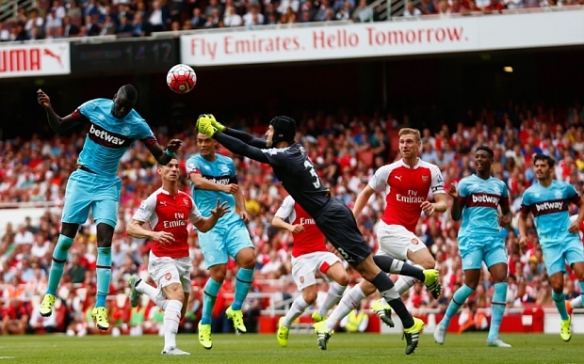 LONDON, ENGLAND - AUGUST 09:  Petr Cech of Arsenal fails to punch clear the ball as Cheikhou Kouyate of West Ham United heads in the opening goal during the Barclays Premier League match between Arsenal and West Ham United at the Emirates Stadium on August 9, 2015 in London, England.  (Photo by Julian Finney/Getty Images)